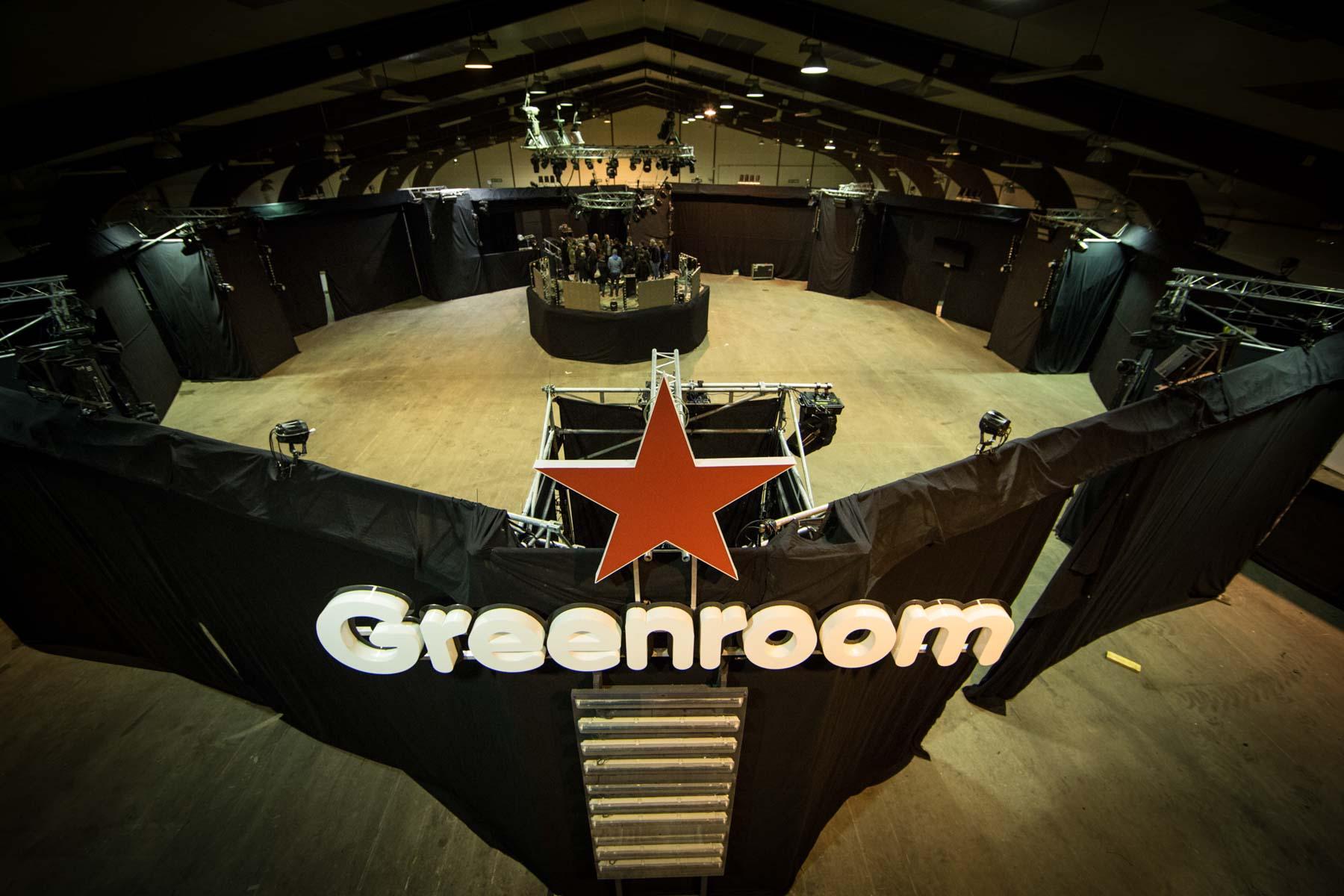 Photo de l'installation de la scène Greenroom au Parc Expo avant l'arrivée des festivaliers